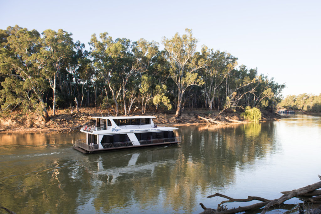 One of the best things to do in Echuca, VIctoria, is to rent a housebout for a few days or a week