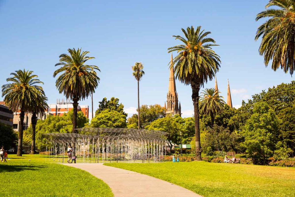 Spring in Melbourne is gorgeous - the parks are just waiting for people to stroll and have picnics